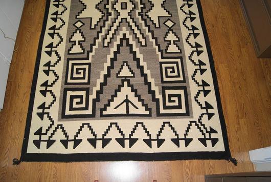 Historic Two Grey Hills Storm Pattern Variant Navajo Rug Weaving For Sale Photo 4