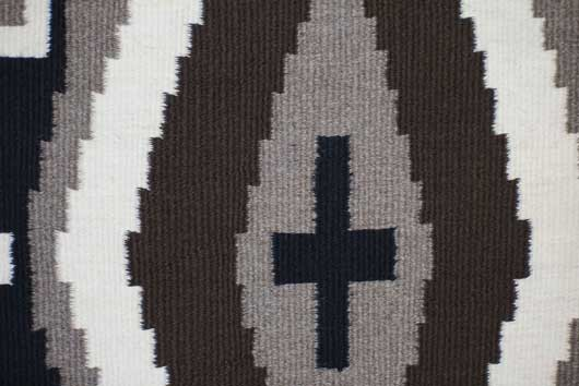 Two Grey Hills / Crystal Diamond Pattern Navajo Rug 925